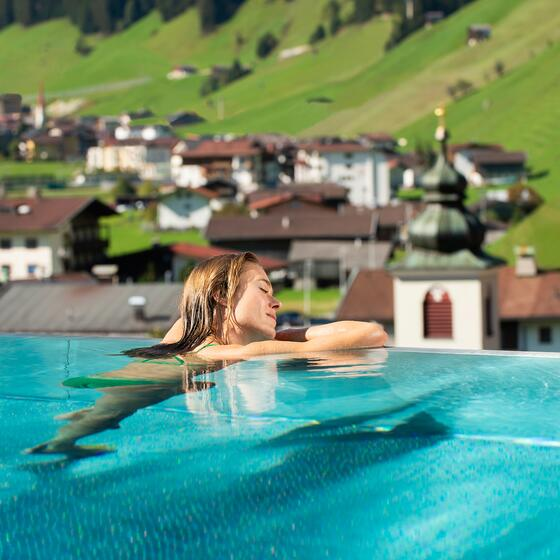hotel mit outdoor pool  sommer