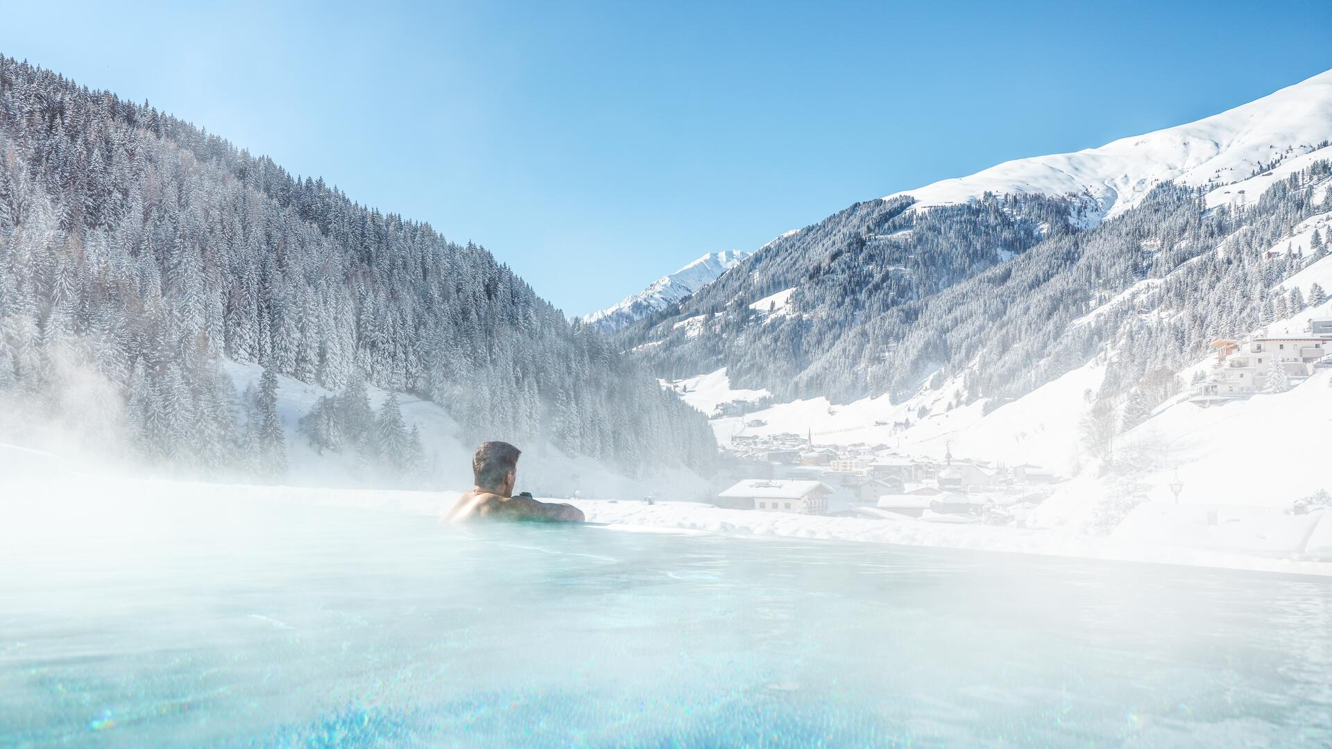 Infinity Pool im Wellnesshotel in Tirol