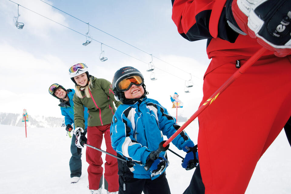 children's ski course on ski holiday in Tux