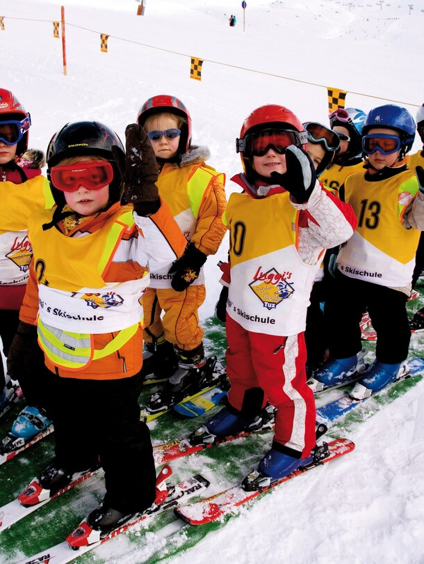 children at the ski course in the Zillertal